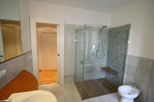 Box docce su misura e a filo pavimento by silverplat - Cabine doccia su misura ...